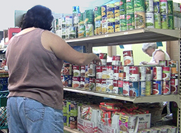A client shopping for groceries at the Four Corners Outreach Alliance Pantry Photo by Rob Allen