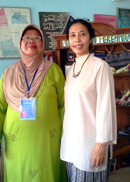 bu Siti Murkanti and Farsijana Adeney-Risakotta work together to empower the women in Yogyakarta