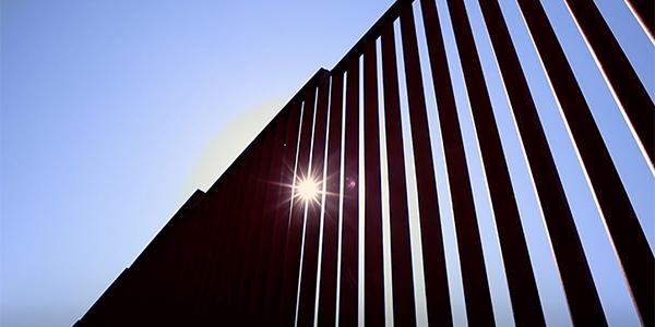 Border wall between US & Mexico